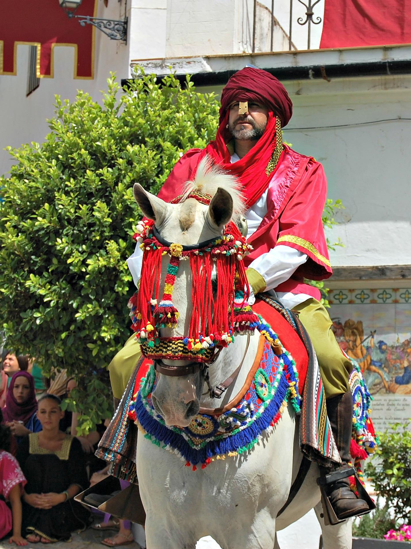 Hombre a caballo en Benalauría